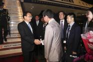 李克强抵达东京出席第七次中日韩领导人会议并对日本进行正式访问
