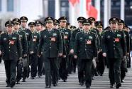 全国人大京外解放军和武警部队代表陆续抵京