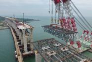 平潭海峡公铁两用大桥全桥非通航孔钢桁梁全部架设完成