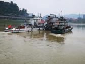 宜宾护航长江生态 最后一艘餐饮趸船拖离
