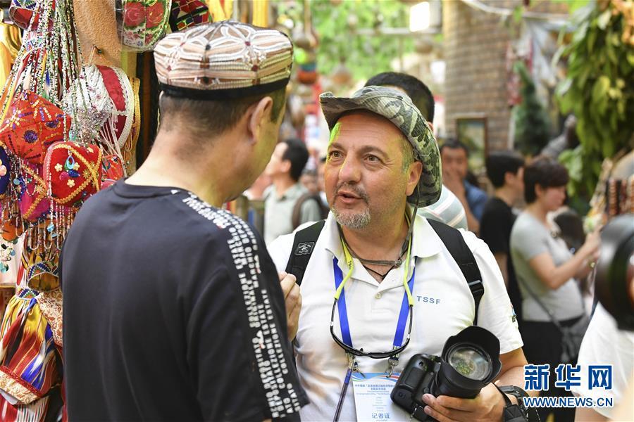 (图文互动)(2)24国媒体记者探访新疆 感受社会稳定民生改善 认可去极端化成就