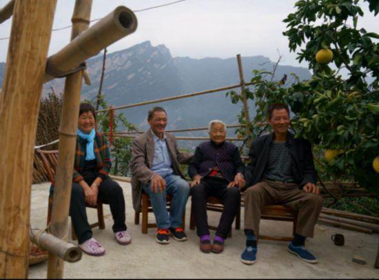【特稿】三峡移民印记:板车上的3000公里与5万棵树3229.png