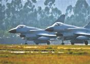 空军航空兵某旅新年第一天战备训练掠影