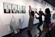 """藝術展覽成網紅打卡熱門 是時候學習觀展""""拍照禮儀""""了"""